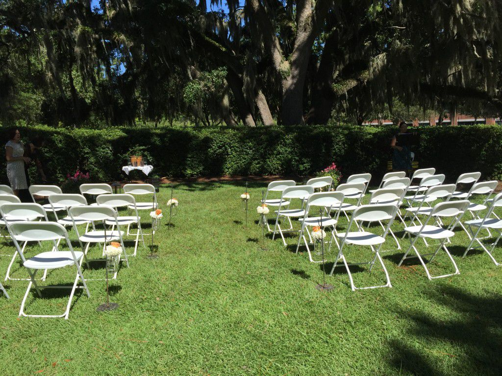 Tallahassee weddings in October are gorgeous because the weather is typically sunny and cool.